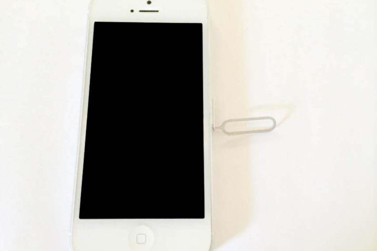 iPhoneにSIMを入れる手順